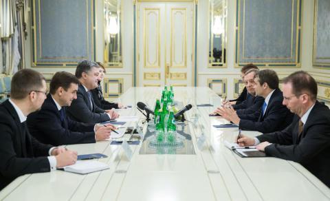 Poroşenko, ABD'li Senatör ve Kongre üyesiyle bir araya geldi