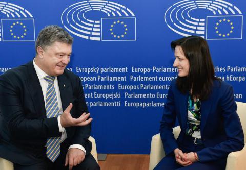 Ukrayna ile AB'nin tarihi günü: Vize muafiyetine imzalar atıldı