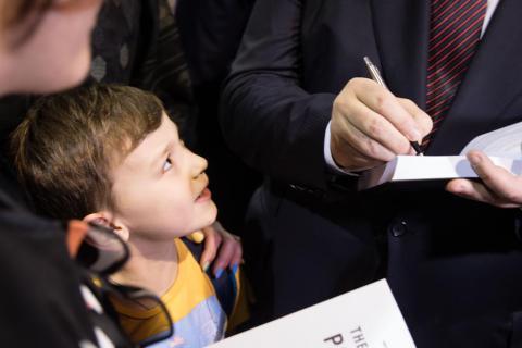 [FOTO GALERİ] Poroşenko, Kitap Arsenali'ni ziyaret etti